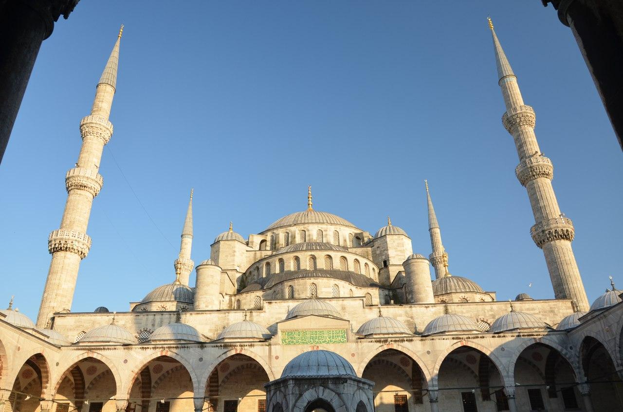 0Rj9tpaYHZ4 Голубая мечеть или мечеть Султанахмет в Стамбуле.
