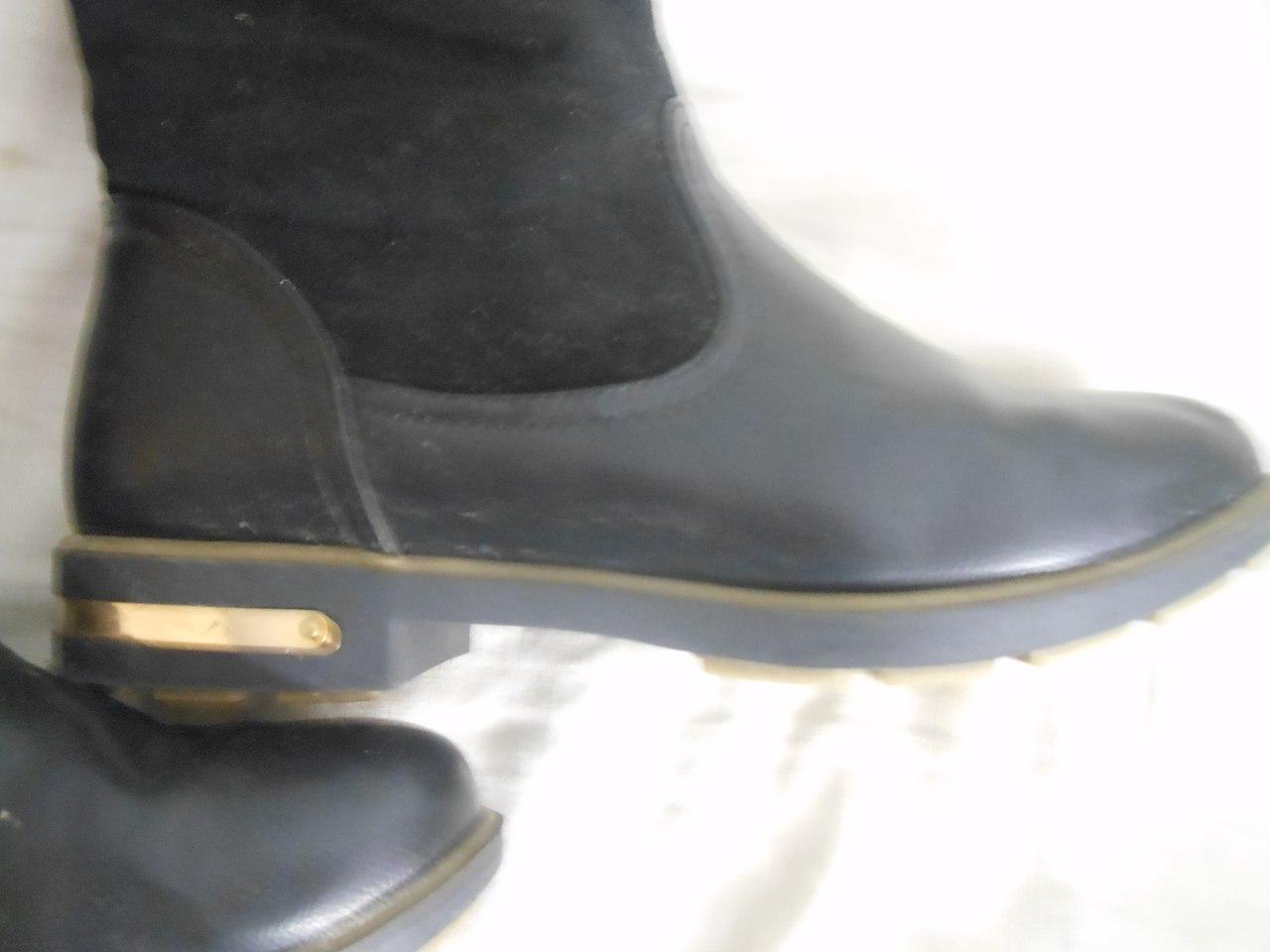 Продам качественные зимние сапоги фирма INARIO на девушек с ПОЛНЕНЬКОЙ ножкой.39 размер (по стельке 24,5-25 см). Очен�...