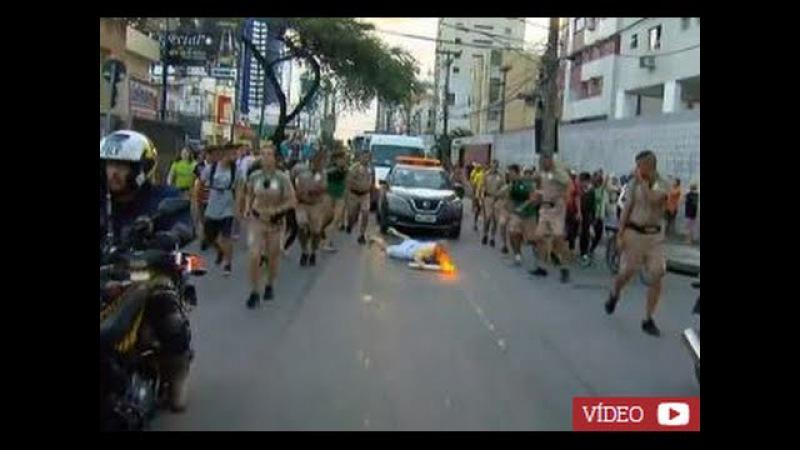 Queda da Tocha Olimpica. Homem cai com Tocha Olimpica no Recife- 01 06 2016