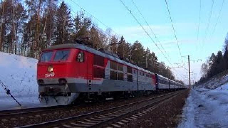 Электровоз ЧС6-017 с поездом №003 «Экспресс»