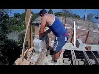 Постройка дома своими руками, ложем фронтон с пенаблоков и перегородки (Серия №4)