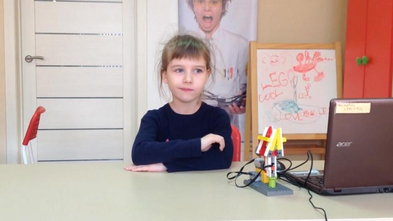 Видеооткрытка к дню матери. Икрина Алиса, основы робототехники 7.