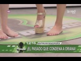Lorena Miki pies desnudos y Nataly Chilet camina con 1 zapato