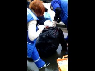 Тамбовчанин с переломом черепа полчаса ждал неотложку на улице