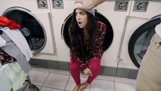 PervsOnPatrol – Annika Eve – Latina Gets Facial In Laundromat