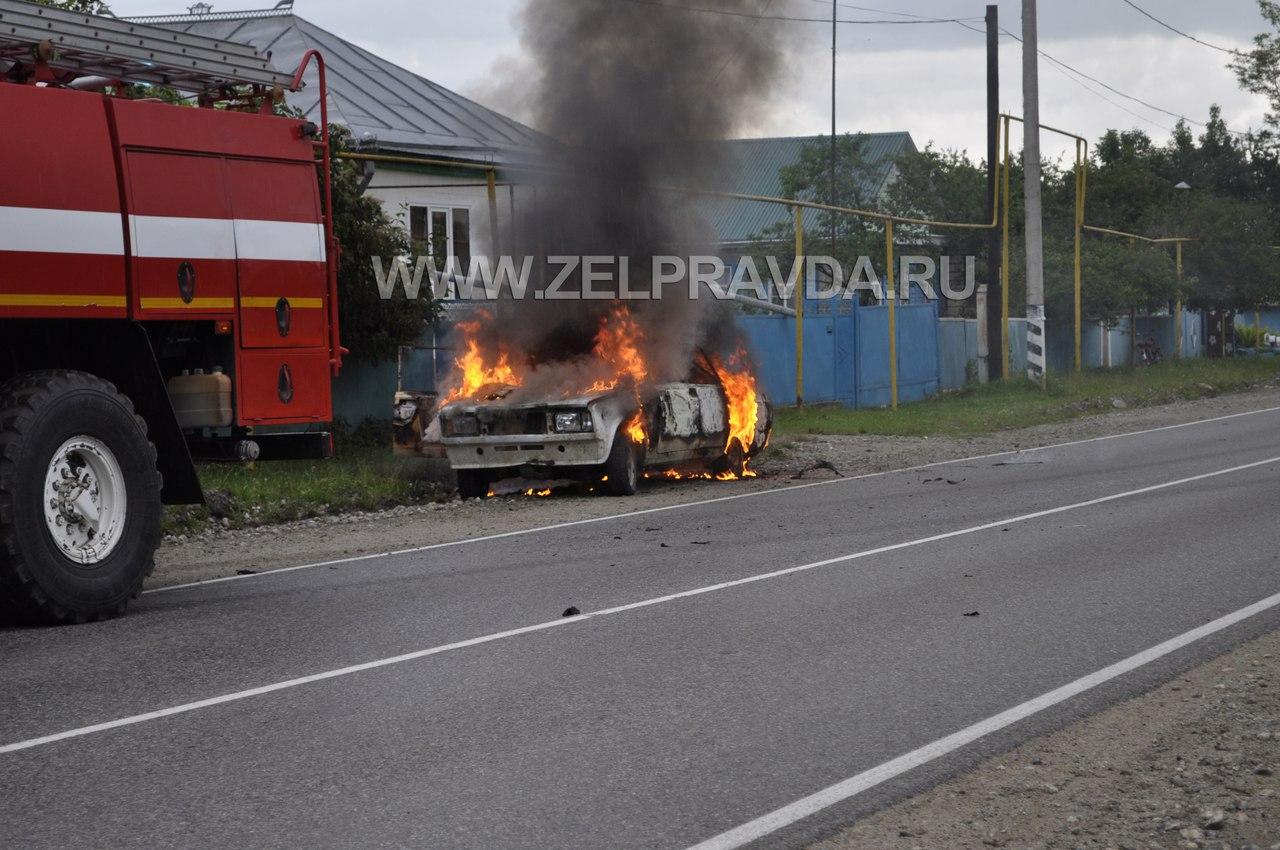 В станице Зеленчукской пьяный житель сжег свой автомобиль