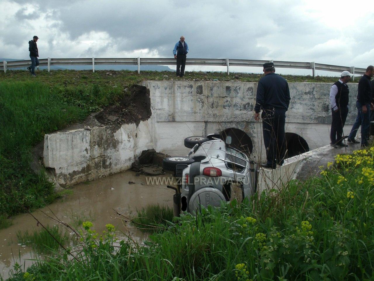 На участке автодороги Зеленчукская - Кардоникская произошло ДТП