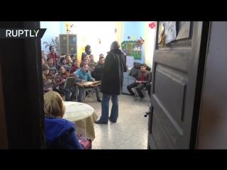«Пусть всегда будет солнце»- сирийские школьники исполнили песню на русском языке