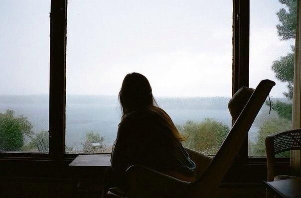 Закрыла глаза и стала терпеливо ждать. Звонка в дверь, приятных сновидений, а может, любви…