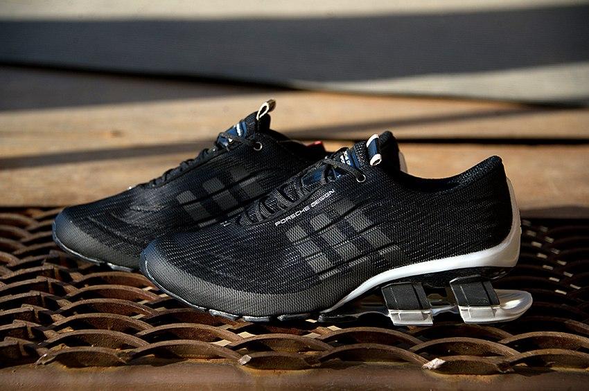 черные кроссовки Адидас