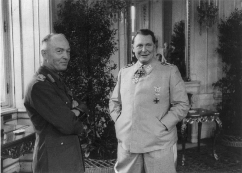 Румынский диктатор Ион Антонеску (Ion Antonescu) и рейхсмаршал Герман Геринг (Hermann Göring) во время встречи в Бельведерском дворце в Вене.