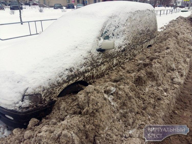 Брестчан просят не парковать длительное время вдоль улиц автомобили. Почему?
