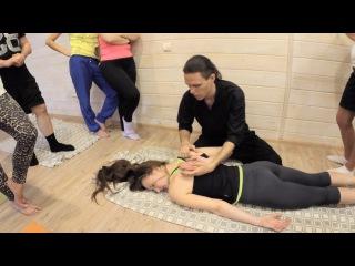 Тайский йога-массаж. Руки, рука за спиной, работа с лопаткой и плечом.