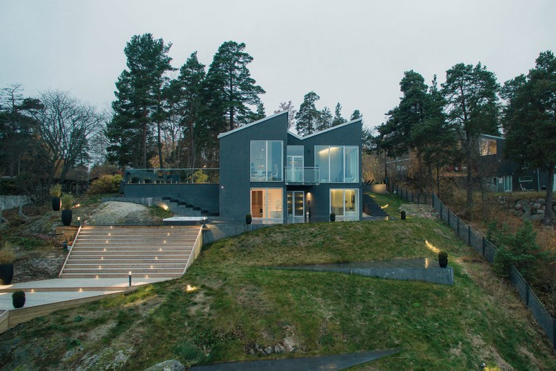 Modern Villa in Sweden Offers Panoramic Sea