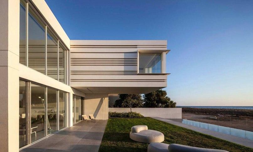 Часть 1. Дом у моря (A House