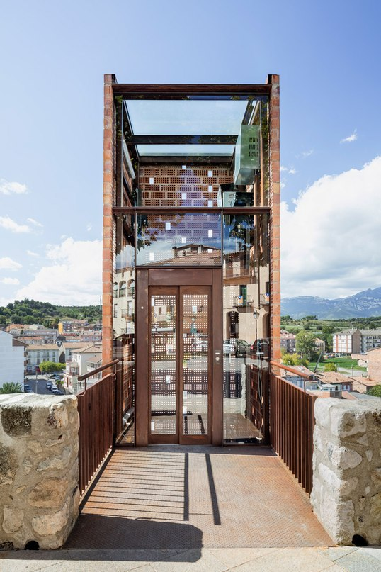 Perforated brick elevator by Carles Enrich connects
