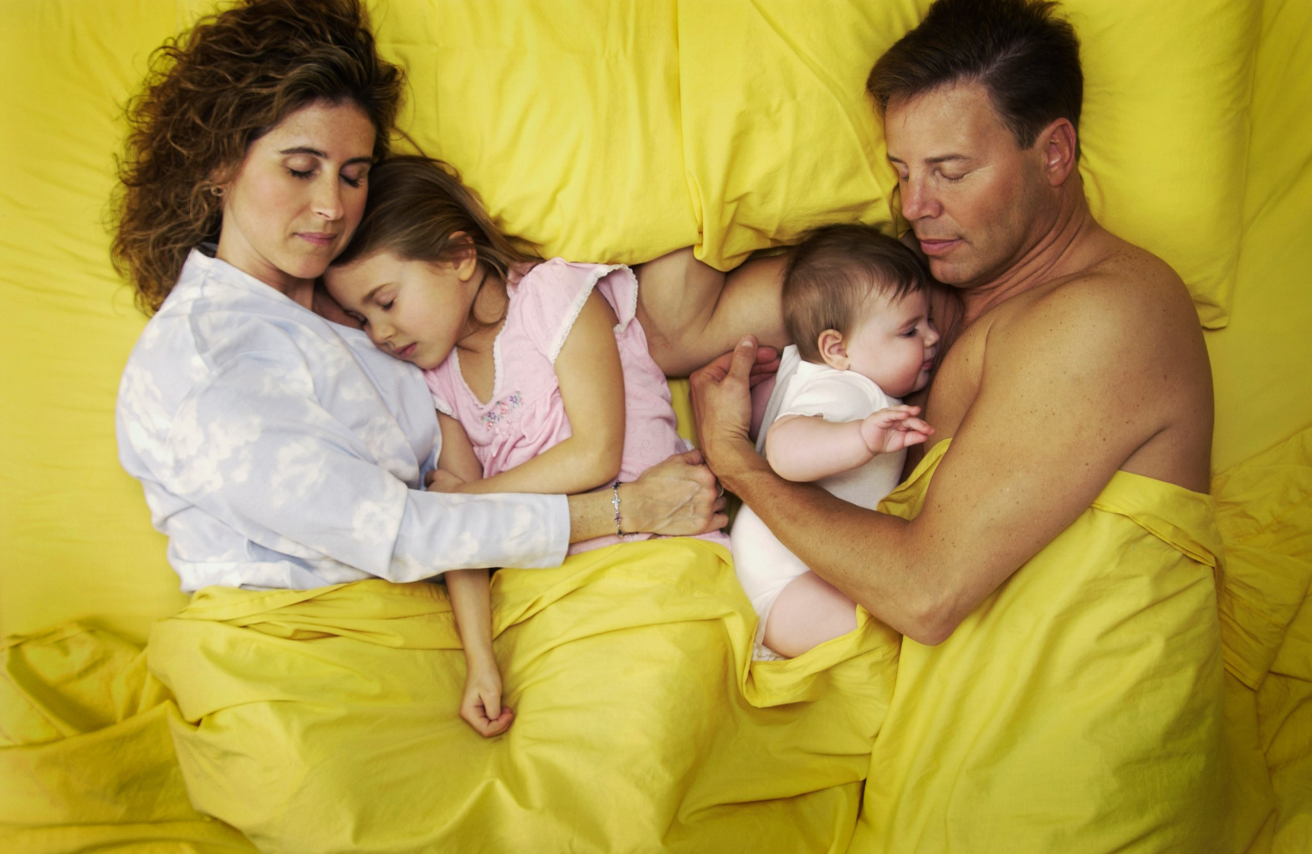 Запрещенные фото с детьми и мужем
