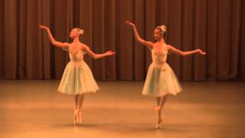 Анастасия Краснощекова и Дарья Букарева Вариация Жемчужин из балета Конек-Горбунок