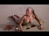 Девушки в бикини на пляже, смешные фото.Girls in bikinis on the beach, funny photos.