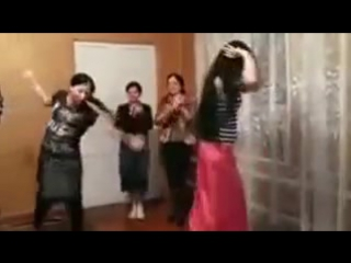 russian gipsy girls dancing [ русские цыганские девочки танцуют]