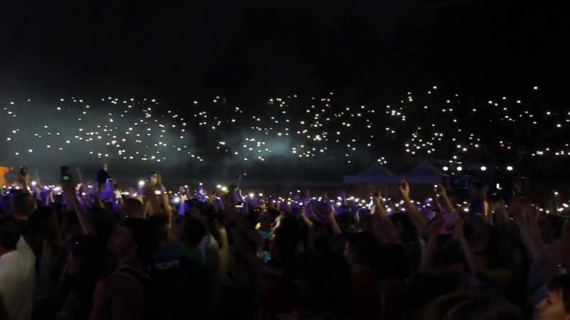 'Антитіла' співають пісню Скрябіна у Полтаві 13 тисяч запалених сердець