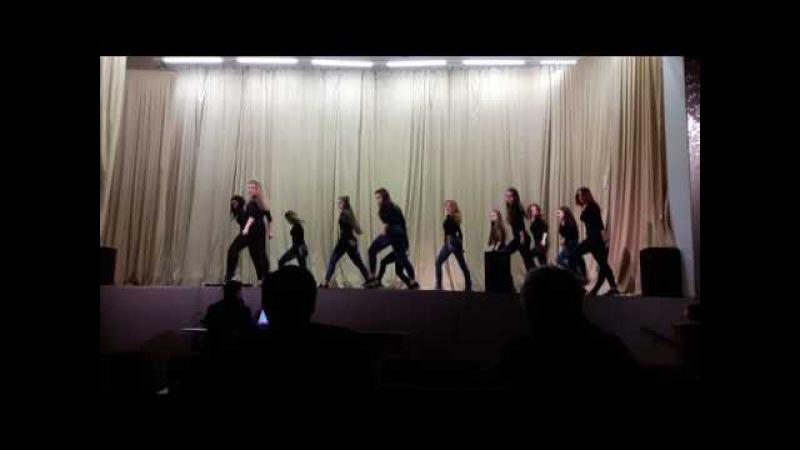 Современный танец. Студентки Волгоградской консерватории им.П.А.Серебрякова.