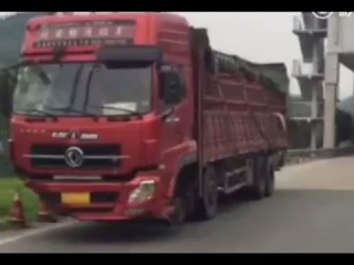 LiveLeak - Truck without front wheels busted by police