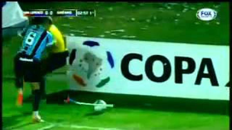 Lé Gago Grêmio FAILL - Chutando a bandeirinha de escanteio ??