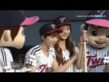 160402 Jeongyeon & Tzuyu @ LG Twins Baseball Game