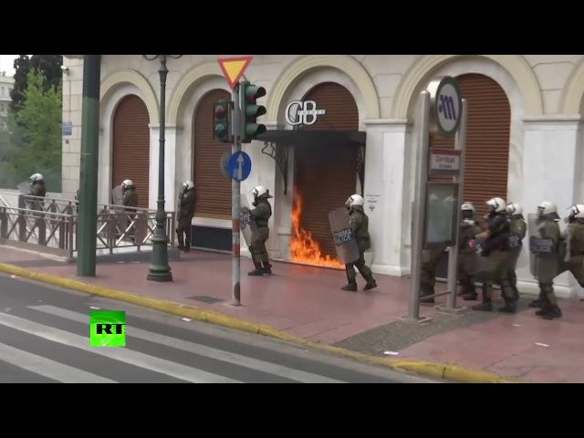 «Коктейли Молотова» против слезоточивого газа: в Греции протесты переросли в беспорядки