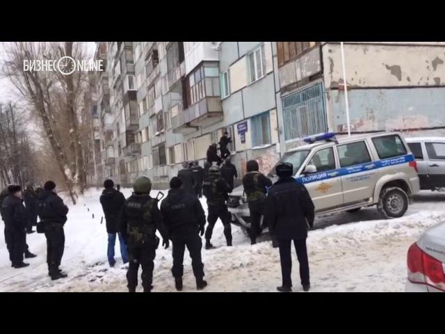 Росгвардия и полиция взяли штурмом подозреваемых в стрельбе на Карбышева