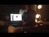 Илья Киреев дымит и слушает записанные вокалы в припев своего нового трека ( Студия Стаса Сацуры )