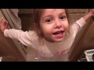 Счастье оно примерно такое) я и моя доченька (4 годика)