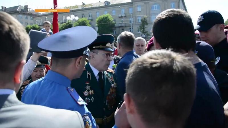 На урочистостях до Дня перемоги над нацизмом у Черкасах стався конфлікт між активістами ВО «Свобода» та ЦК «Азов» і ветеранами