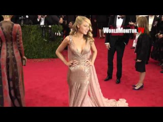 Blake Lively from Gossip Girl, Ryan Reynolds arrive to Screaming photogs at 2014 Met Gala Redcarpet
