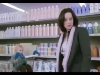Как отучить ребёнка закатывать истерики в магазине
