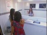 Классный розыгрыш в женском туалете - зеркало без отражения