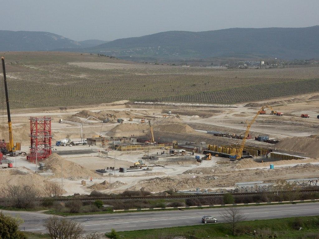Помимо керченского моста и энергомоста, в Крыму идет еще 2 важных стройки направленных на повышение инфраструктурной самодостаточности Крыма. Речь идет о Севастопольской и Симферопольской ТЭС.