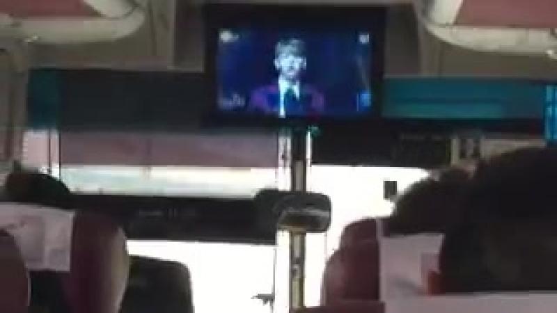 04.12.16 В автобусе, на котором бейбис ехали на фансайн в Тэгу, шло Inkigayo!