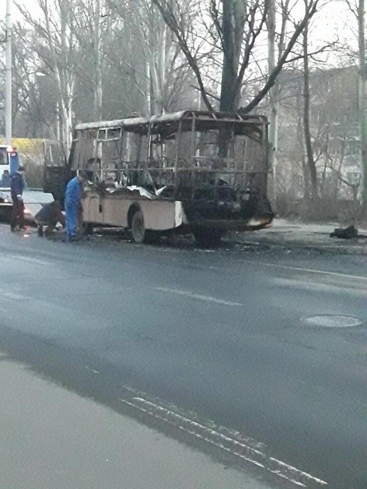 В Донецке сгорел автобус