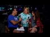 Интервью Холли Мари Комбс о приюте к себе домашнего питомца на параде Austin Pride.