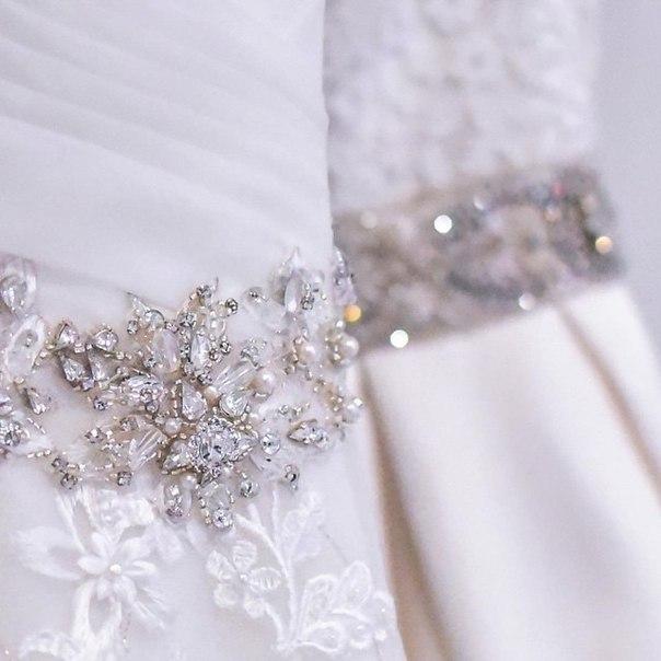 Вся красота в деталях. В идеально исполненых мелочах, в строчках ровных, гладких, в идеальной изнанке. В том, что гости никогда не увидят, зато ты будешь чувствовать заботу мастеров о себе. Бутик эксклюзивных платьев и аксессуаров Novia D'Art @salonnoviadart – официальный партнёр проекта Blogger Wedding @blogger.wedding 👰🏻    #vscoeurope #belinsta #bridalboutique #noviadartminsk #noviadart #details #wedding #weddingdress #👰🏻 @ Bistro de Luxe
