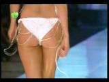 Bikini Defilesine Cansu Dere Imzası - Incredible Back View of Turkish Model at CatWalk