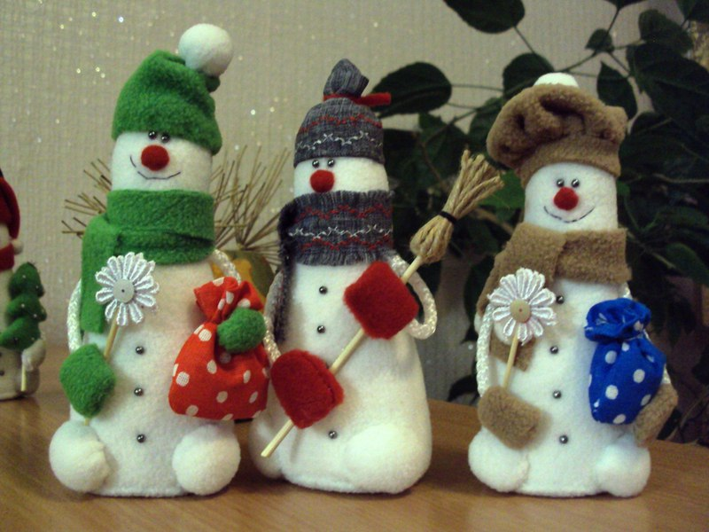 Как сделать новогодние снеговика