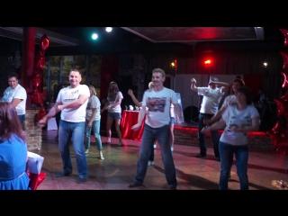 2016.06.23 Флешмоб родителей 11А класса 17 школа (Вот какой танец-сюрприз мы подготовили для своих детей на выпускной) )