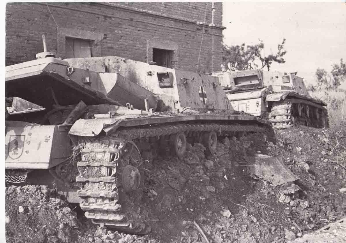 Пара горелых штугов , Италия 1944 год.
