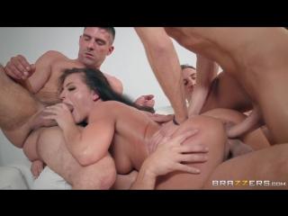 Brad eating angelinas pussy