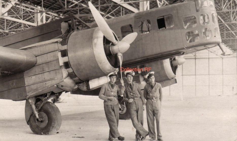 Экипаж французского бомбардировщика Блок МВ-210
