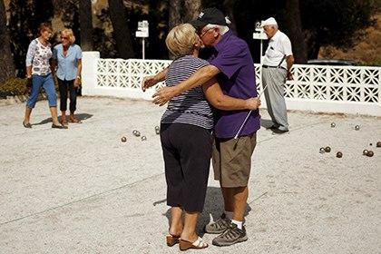 Назван способ продления жизни пожилых людей