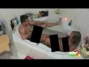 Мужик обосрался в ванной.